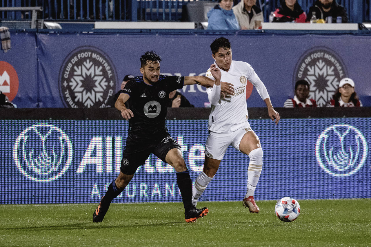 Atlanta United forward Luiz Araújo #19 dribbles the ball during the second half of the match against CF Montréal at Stade Saputo in Montreal, Quebec, on Saturday October 2, 2021. (Photo by Audrey Magny/Atlanta United)
