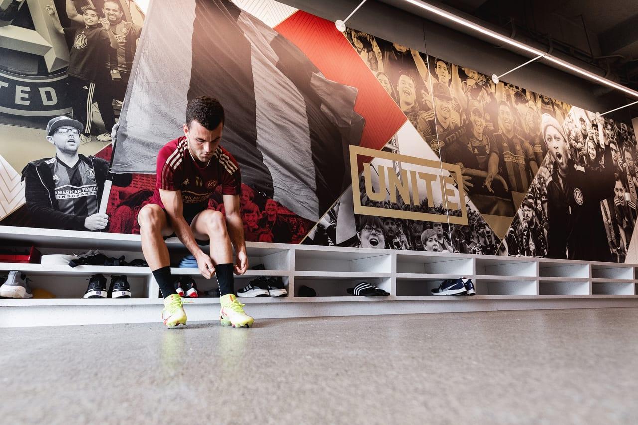 Atlanta United defender Brooks Lennon #11 puts his boots on during training at Children's Healthcare of Atlanta Training Ground in Marietta, GA, on Tuesday September 14, 2021. (Photo by Jacob Gonzalez/Atlanta United)