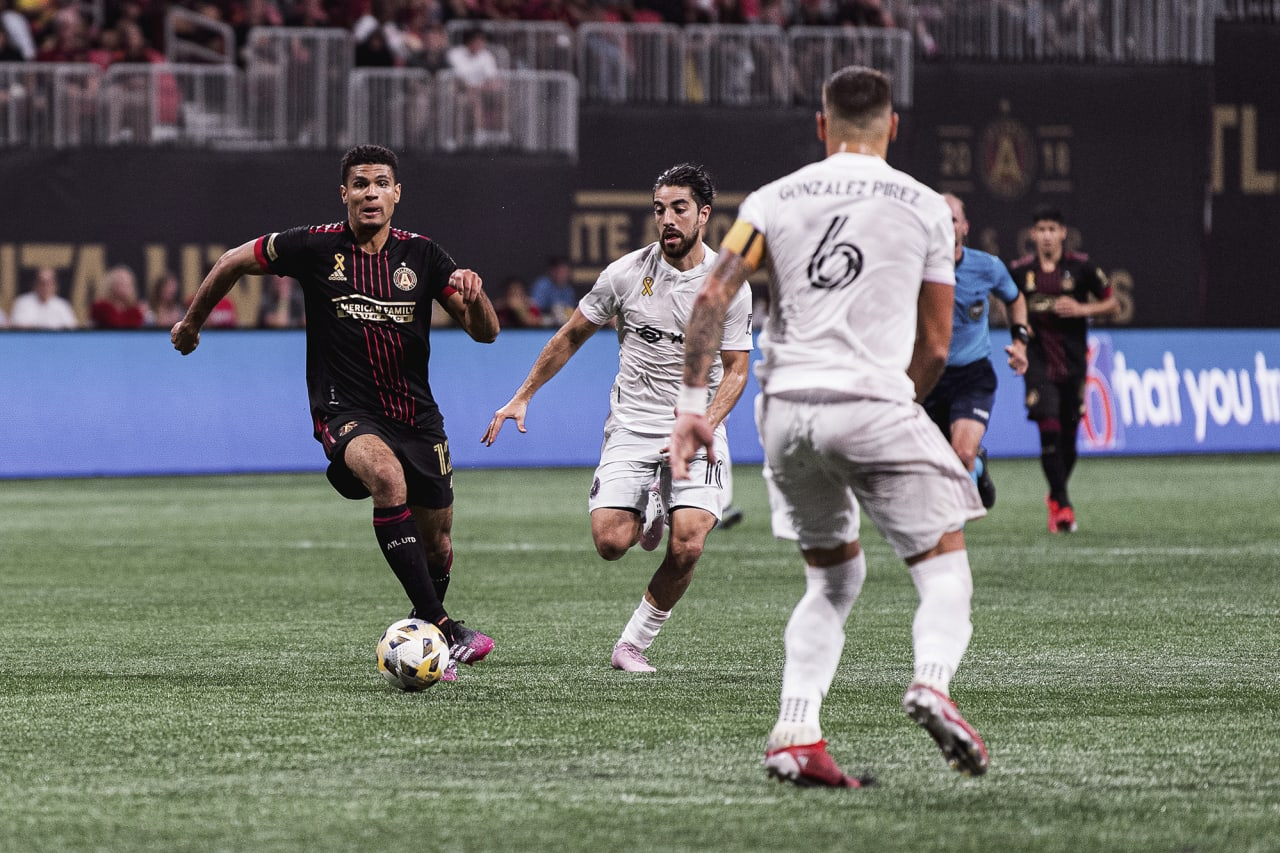 Atlanta United defender Miles Robinson #12 dribbles the ball during the match against Inter Miami at Mercedes-Benz Stadium in Atlanta, Georgia on Wednesday September 29, 2021. (Photo by Jacob Gonzalez/Atlanta United)