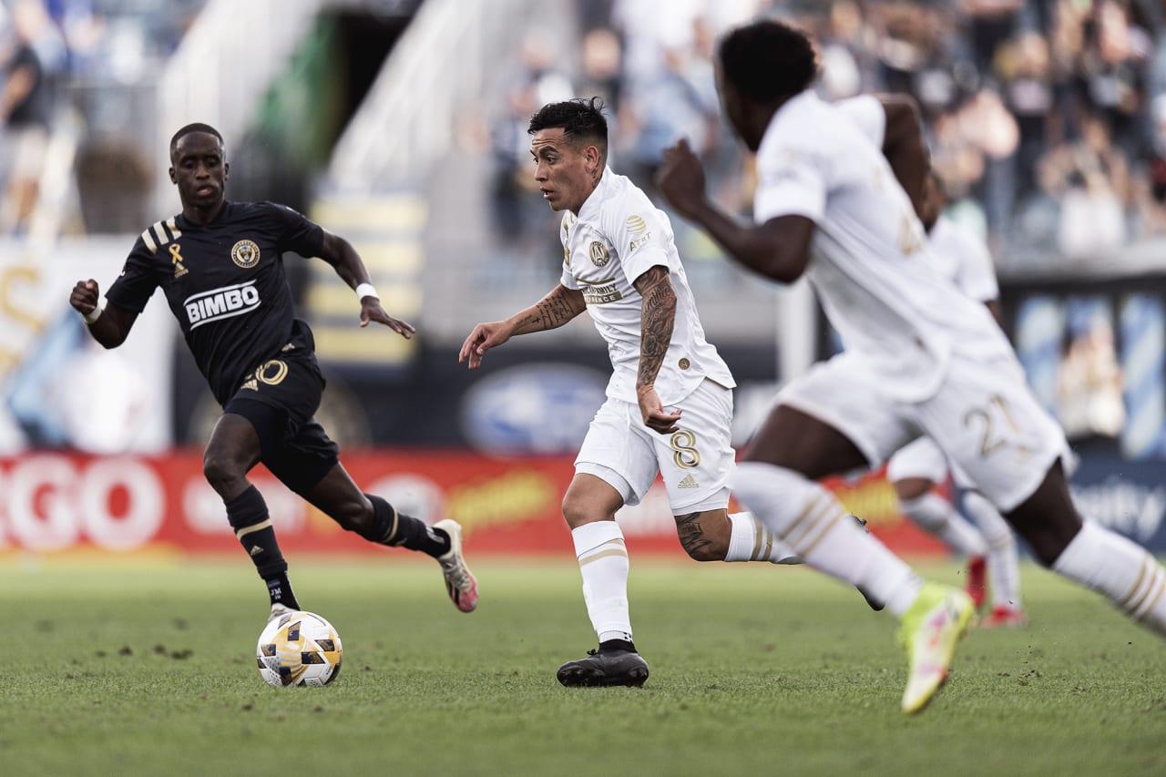 Atlanta United midfielder Ezequiel Barco #8 dribbles the ball during the match against Philadelphia Union at Subaru Park in Philadelphia, Pennsylvania on Saturday September 25, 2021. (Photo by Jacob Gonzalez/Atlanta United)