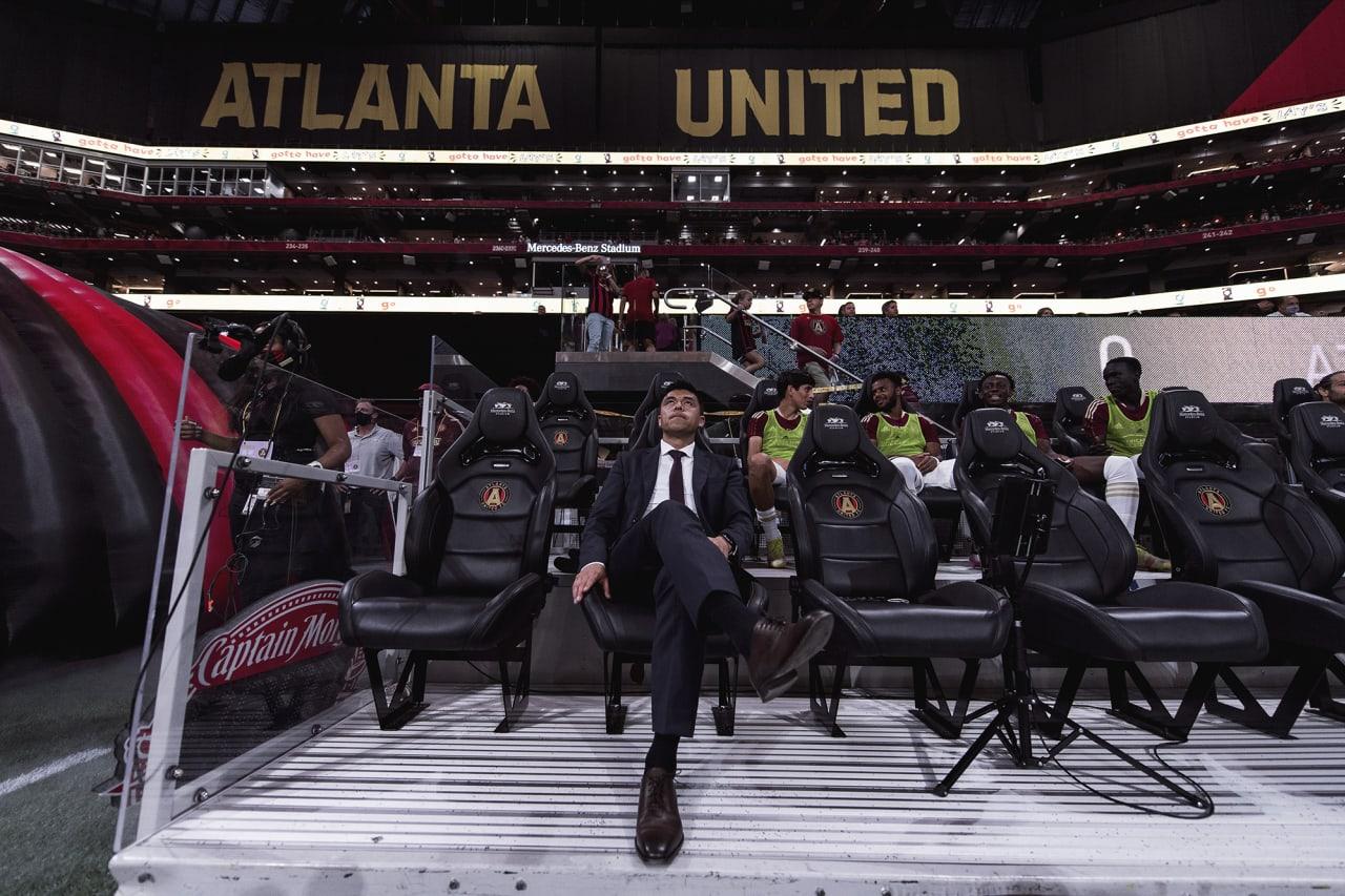 Atlanta United Head Coach Gonzalo Pineda looks on before the match against Cincinnati FC at Mercedes-Benz Stadium in Atlanta, Georgia on Wednesday September 15, 2021. (Photo by Brandon Magnus/Atlanta United)