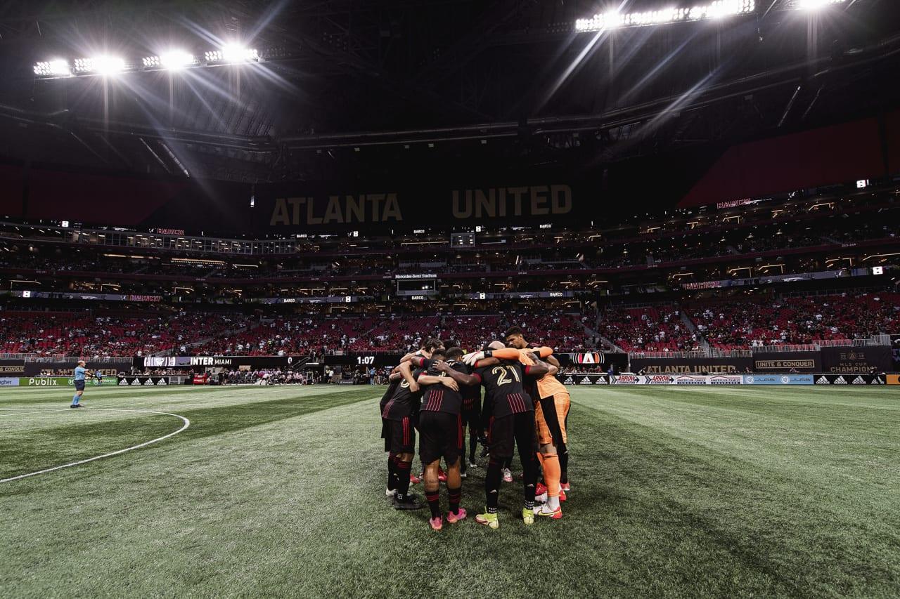 Atlanta United starting 11 huddle before the match against Inter Miami at Mercedes-Benz Stadium in Atlanta, Georgia on Wednesday September 29, 2021. (Photo by Jacob Gonzalez/Atlanta United)