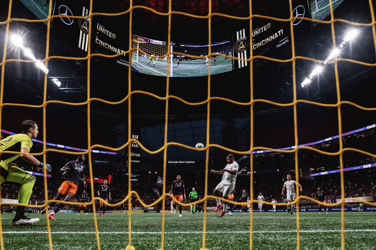Atlanta United forward Josef Martinez #7 scores a goal during the first half of the match against Cincinnati FC at Mercedes-Benz Stadium in Atlanta, Georgia, on Wednesday September 15, 2021. (Photo by Jacob Gonzalez/Atlanta United)