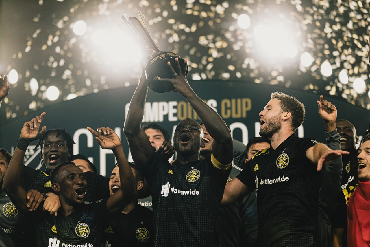 Zooming in on the trophy lifting