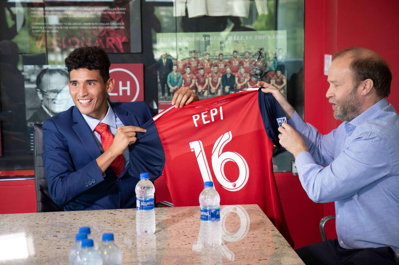 Pepi Signing 2019