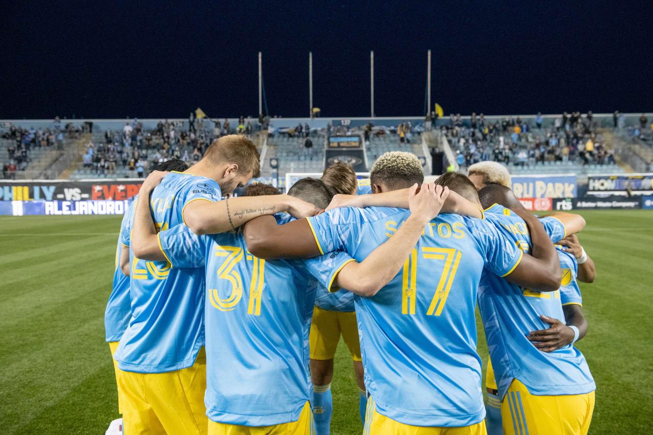 #PHIvMIA- Pregame team huddle