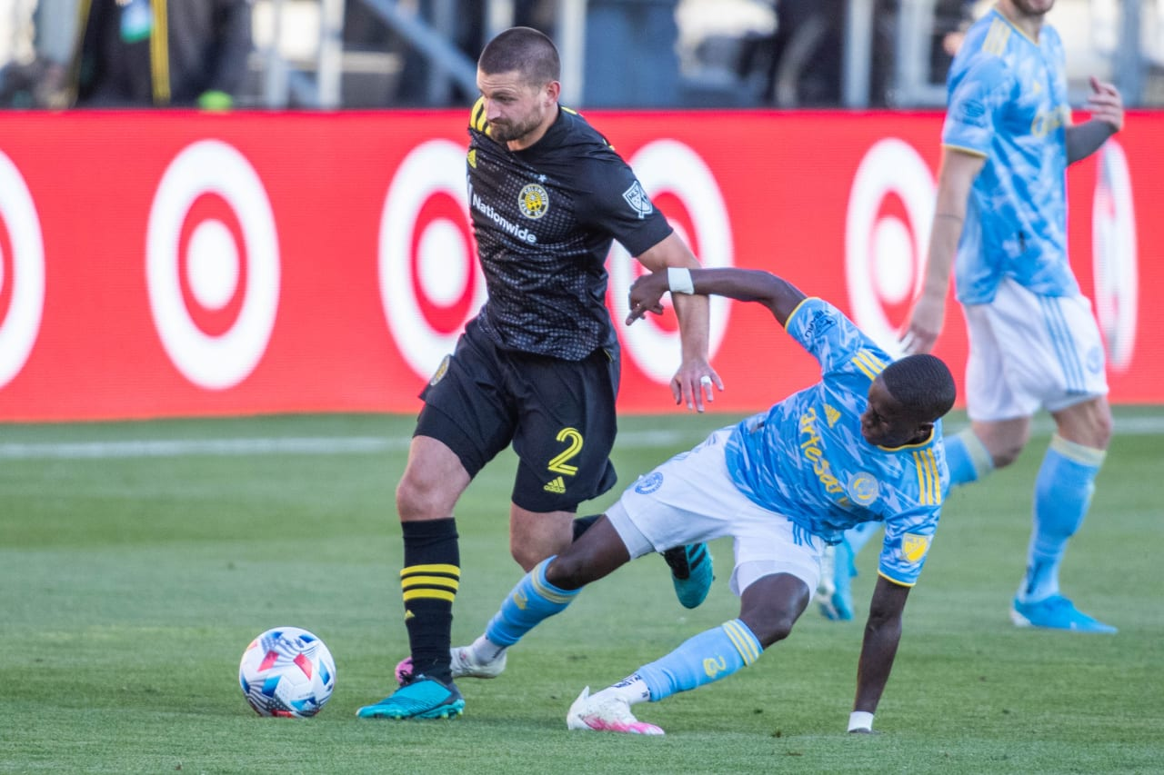CLBvPHI | Monteiro goes for tackle