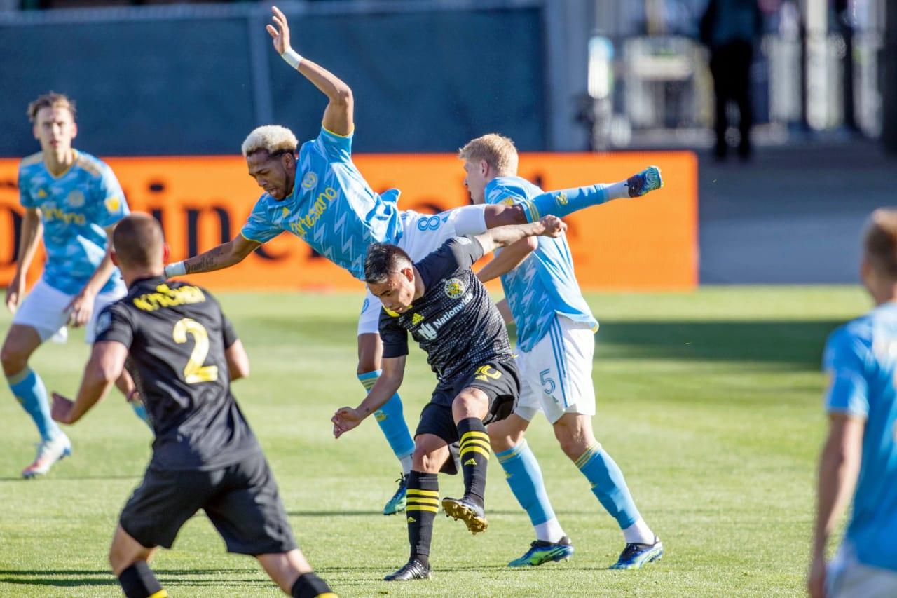 CLBvPHI | Martinez leaps for header
