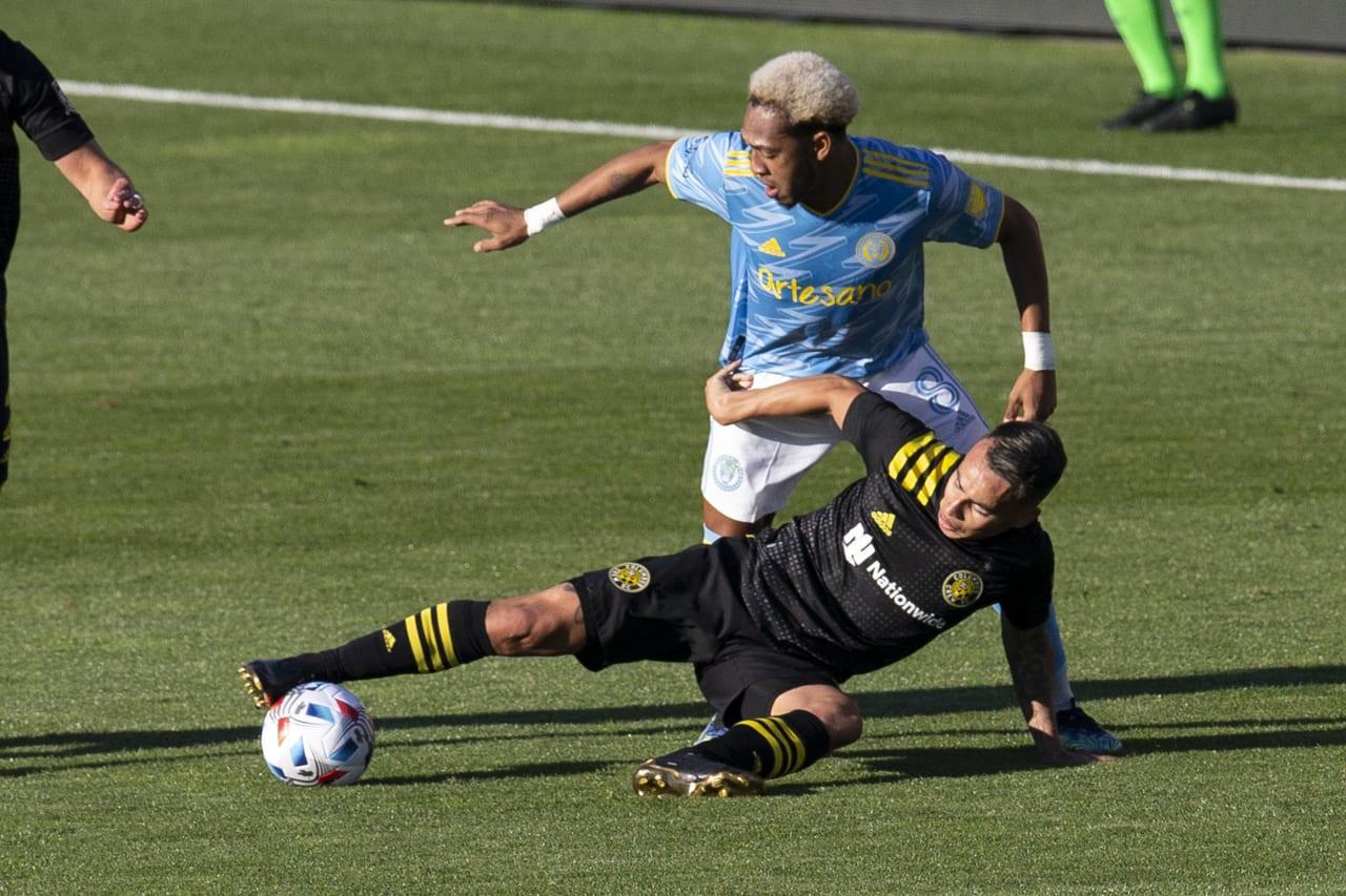 CLBvPHI | Martinez battles Zelarayan